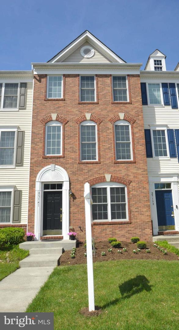 25141 Monteith Terrace, CHANTILLY, VA 20152 (#VALO381752) :: The Redux Group