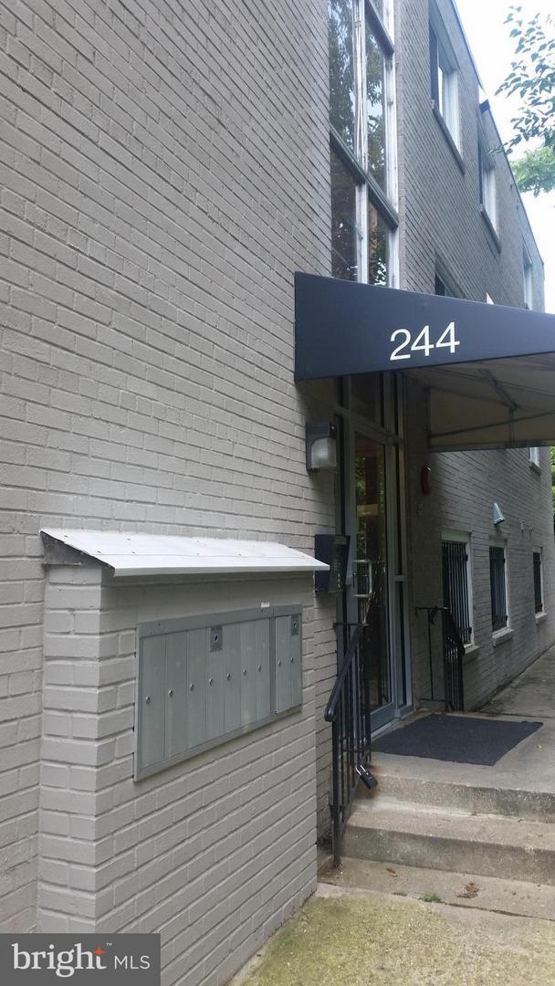 244 60TH Street NE #303, WASHINGTON, DC 20019 (#DCDC423812) :: The Washingtonian Group