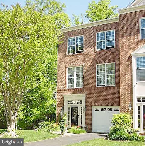 13086 Park Crescent Circle, HERNDON, VA 20171 (#VAFX1061662) :: The Putnam Group