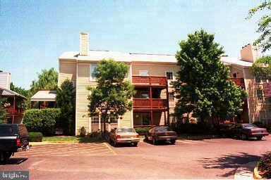 10076 Oakton Terrace Road, OAKTON, VA 22124 (#VAFX1062270) :: Circadian Realty Group