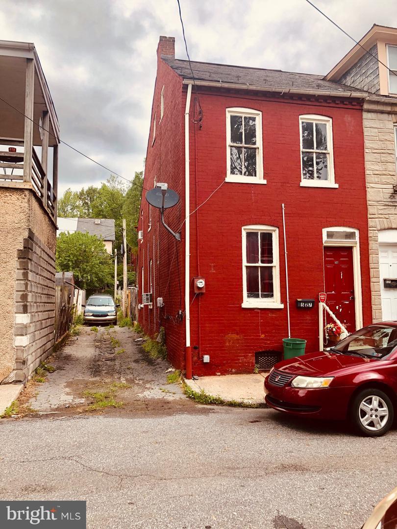 527 Spruce Street - Photo 1
