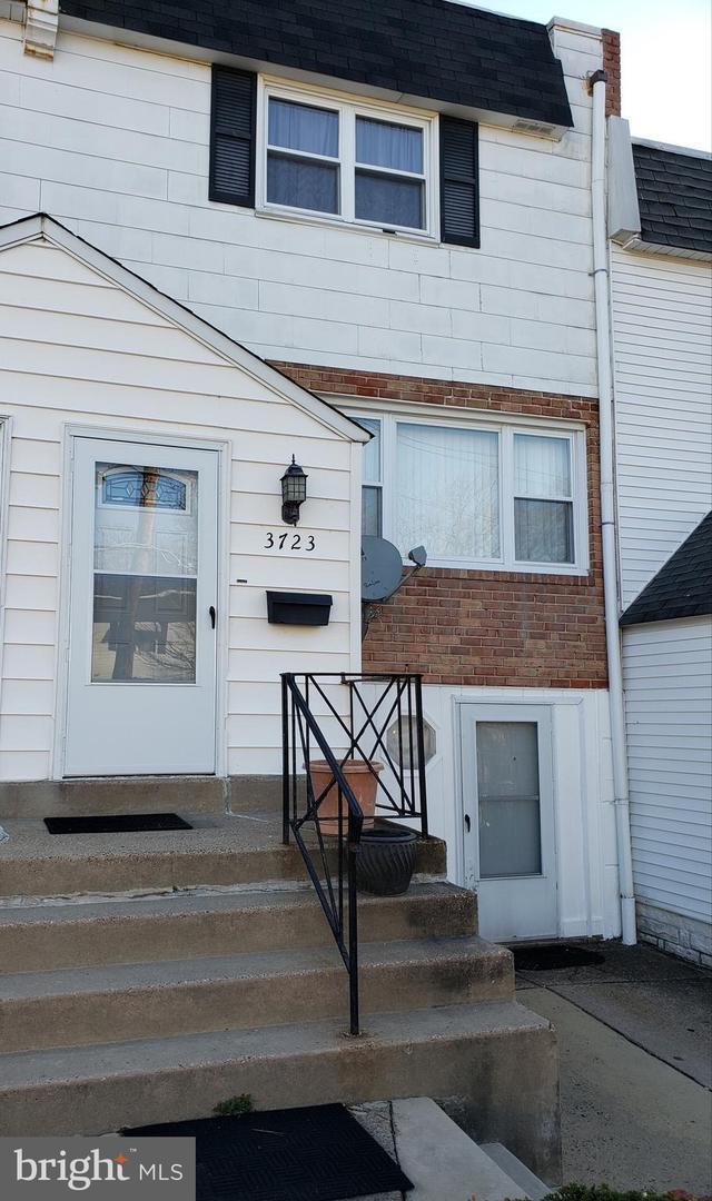 3723 Clarendon Avenue, PHILADELPHIA, PA 19114 (#PAPH798482) :: ExecuHome Realty
