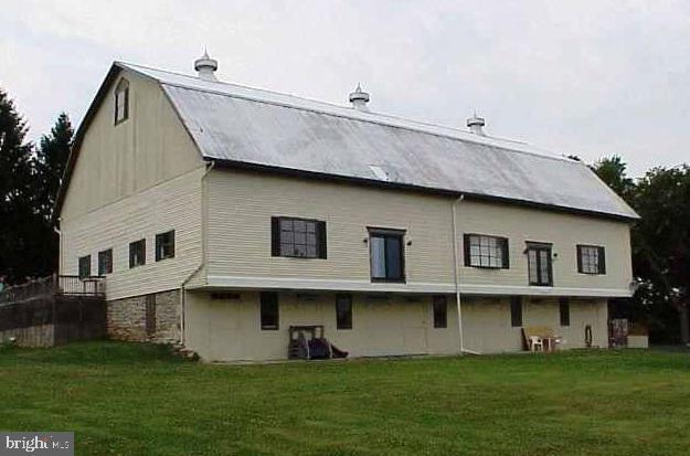 3901-3905 Stuart Drive, YORK, PA 17402 (#PAYK117548) :: Liz Hamberger Real Estate Team of KW Keystone Realty