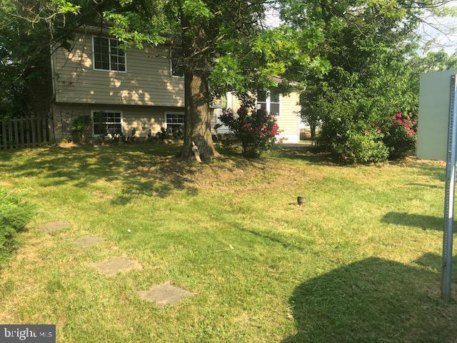 2388 Ironwood Drive, WALDORF, MD 20601 (#MDCH202550) :: The Daniel Register Group