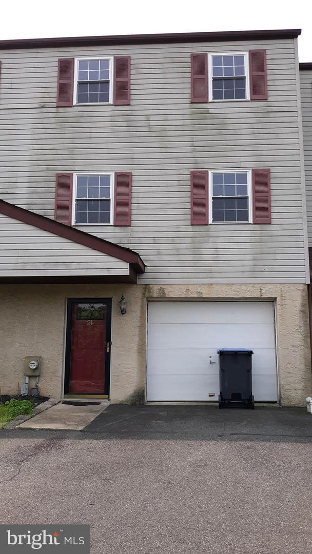 21 Berger Lane, SCHWENKSVILLE, PA 19473 (#PAMC611990) :: Dougherty Group