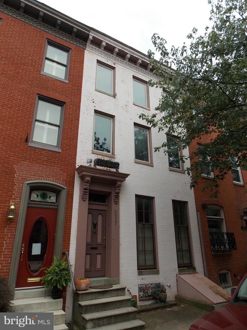 2037 Lombard Street - Photo 1