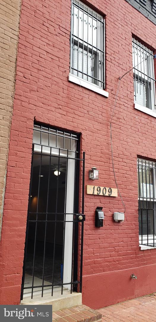 1909 9 1/2 Street NW, WASHINGTON, DC 20001 (#DCDC430746) :: Crossman & Co. Real Estate