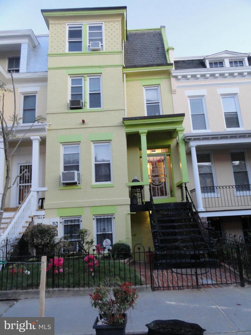 706 Quincy Street - Photo 1