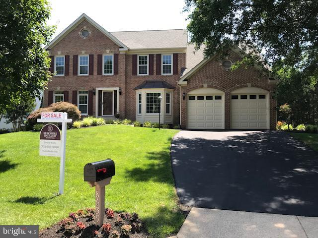 8639 Cross Chase Court, FAIRFAX STATION, VA 22039 (#VAFX1070716) :: Bruce & Tanya and Associates