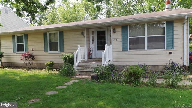 1047 Clearwater Avenue - Photo 1