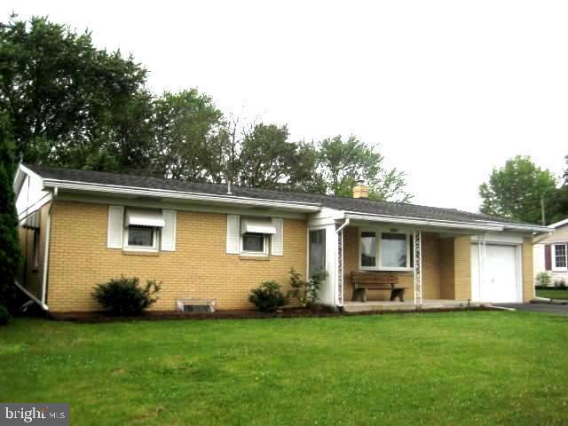 111 Plaza Drive, PALMYRA, PA 17078 (#PALN107558) :: The Joy Daniels Real Estate Group