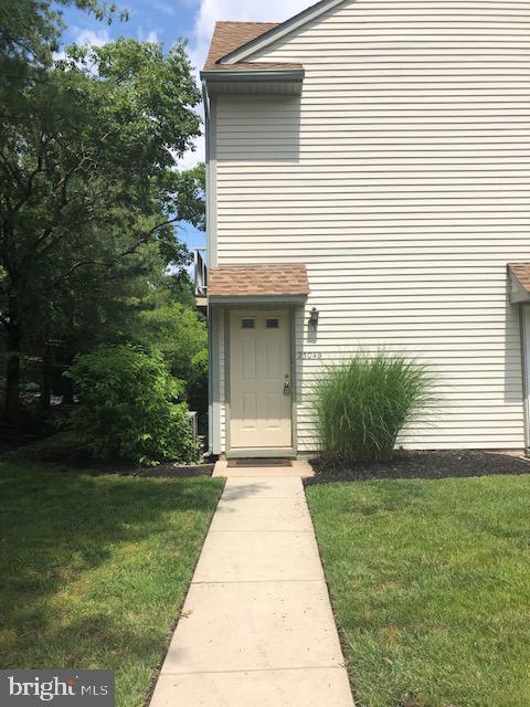 2304-B Denham Court, MOUNT LAUREL, NJ 08054 (#NJBL348298) :: Keller Williams Real Estate