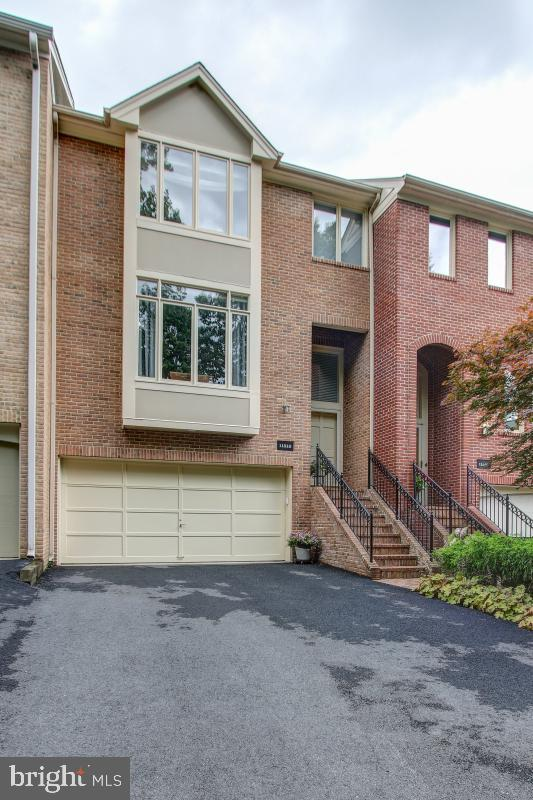 11518 Hemingway Drive, RESTON, VA 20194 (#VAFX1072104) :: AJ Team Realty