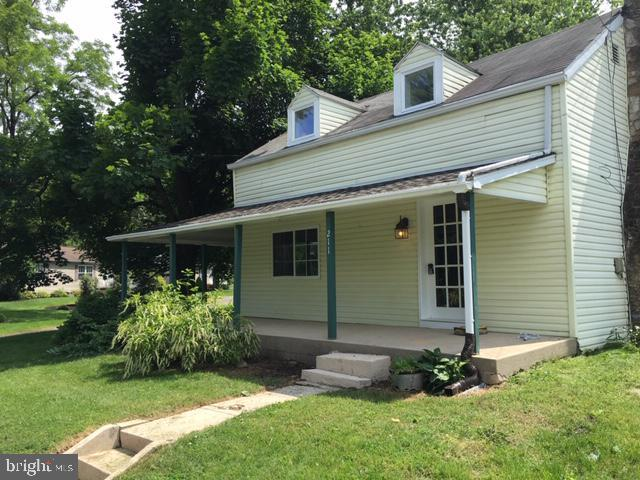 211 W Pine Street, MOUNT HOLLY SPRINGS, PA 17065 (#PACB114678) :: The Joy Daniels Real Estate Group