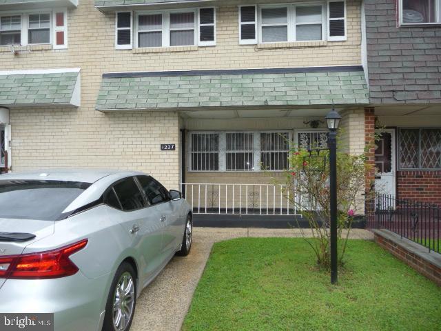 1227 W Thompson Street, PHILADELPHIA, PA 19122 (#PAPH810788) :: LoCoMusings