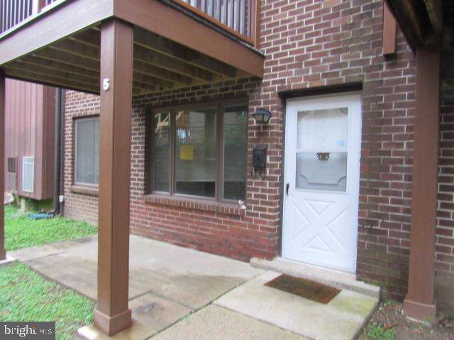 5200 Hilltop Drive D5, BROOKHAVEN, PA 19015 (#PADE496048) :: ExecuHome Realty