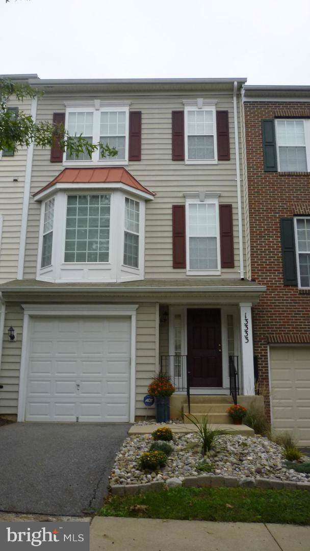 13333 Tivoli Fountain Court, GERMANTOWN, MD 20874 (#MDMC671884) :: The Sky Group
