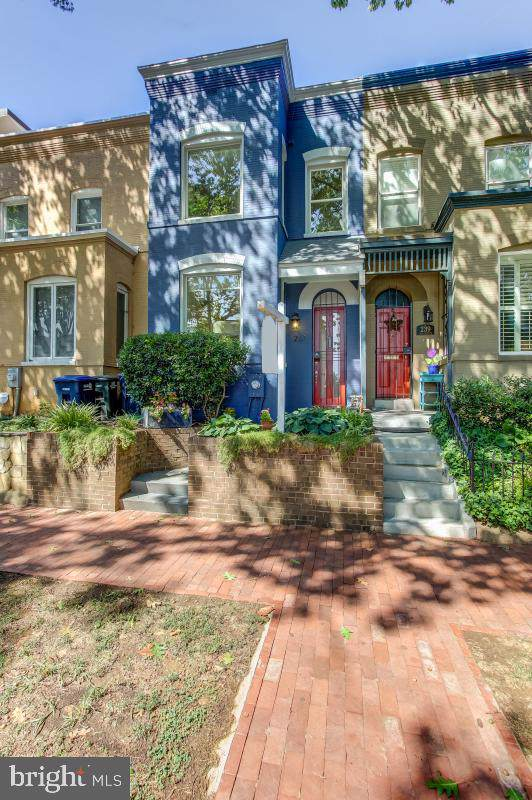241 14TH Street SE, WASHINGTON, DC 20003 (#DCDC438976) :: The Miller Team