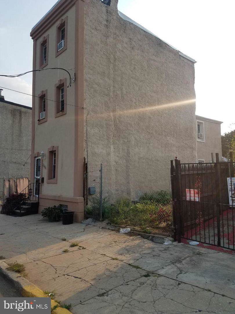2546 Howard Street - Photo 1