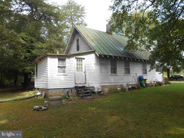 3226 Venable Road, KENTS STORE, VA 23084 (#VAFN100814) :: The Dailey Group