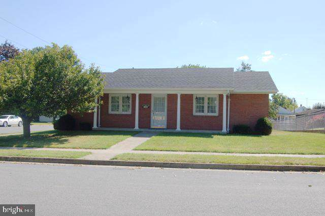 1000 Florida Avenue, MARTINSBURG, WV 25401 (#WVBE171150) :: The Maryland Group of Long & Foster Real Estate