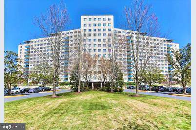 10201 Grosvenor Place #1225, ROCKVILLE, MD 20852 (#MDMC678272) :: The Licata Group/Keller Williams Realty
