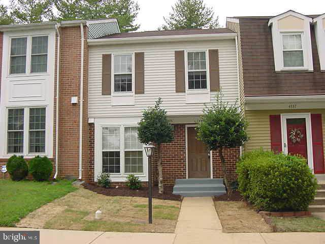 4535 Canary Court, WOODBRIDGE, VA 22193 (#VAPW479380) :: Bruce & Tanya and Associates