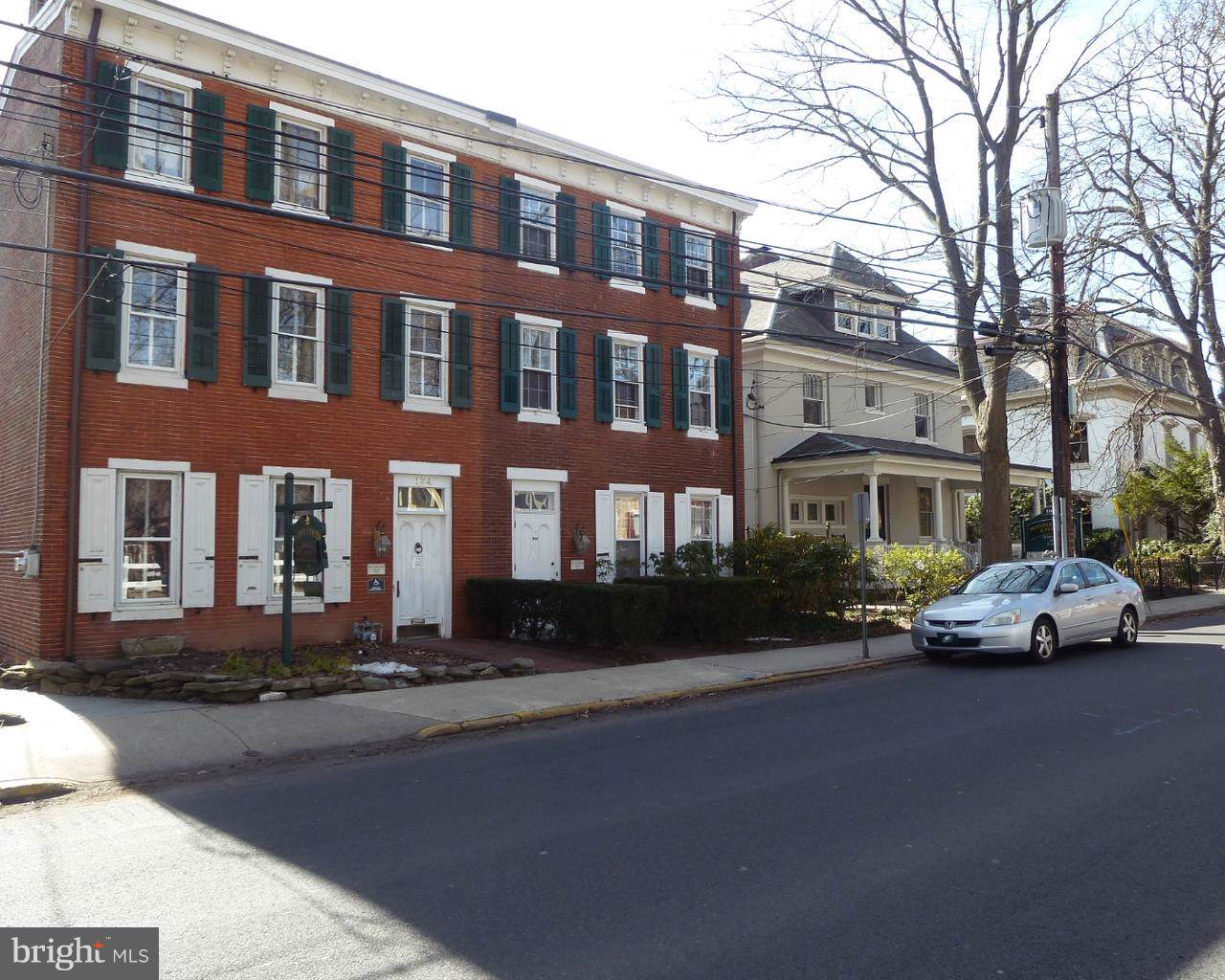 122 Court Street - Photo 1