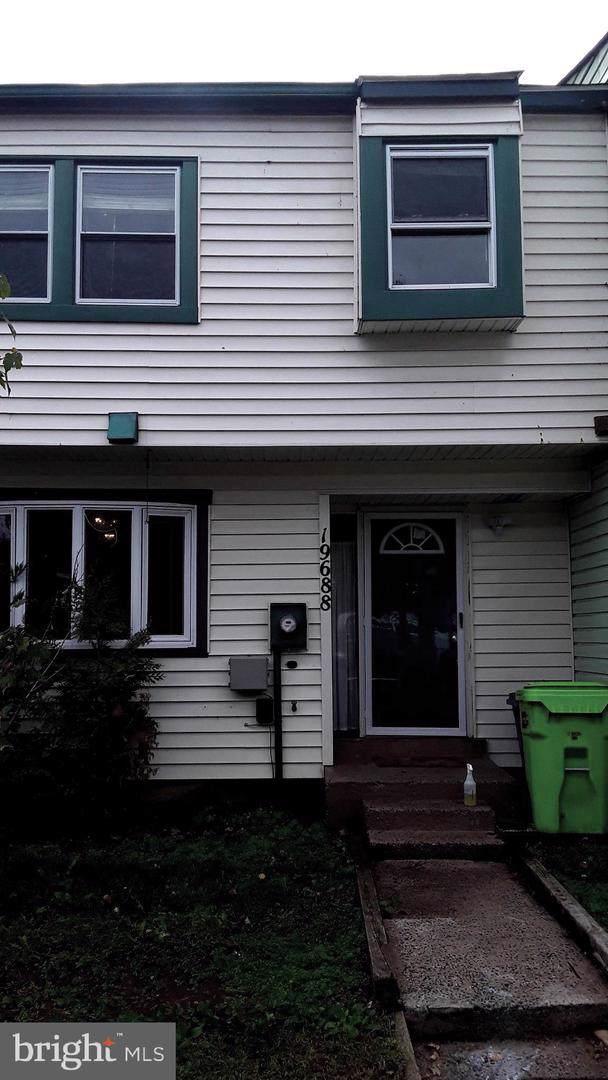 19688 Wootton Avenue, POOLESVILLE, MD 20837 (#MDMC682536) :: Potomac Prestige Properties