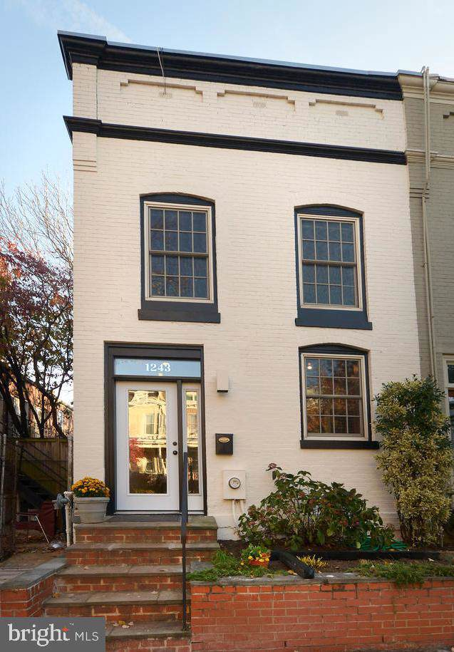 1243 D Street NE, WASHINGTON, DC 20002 (#DCDC449416) :: The Maryland Group of Long & Foster