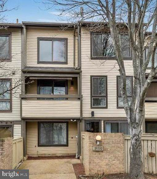 18220 Fifeshire Drive, MONTGOMERY VILLAGE, MD 20886 (#MDMC686946) :: Homes to Heart Group