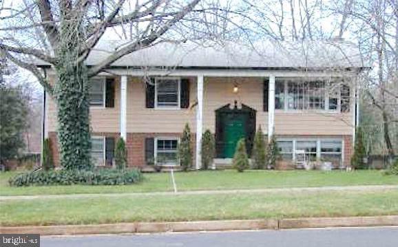 4902 Wakefield Chapel Road, ANNANDALE, VA 22003 (#VAFX1099406) :: The Licata Group/Keller Williams Realty