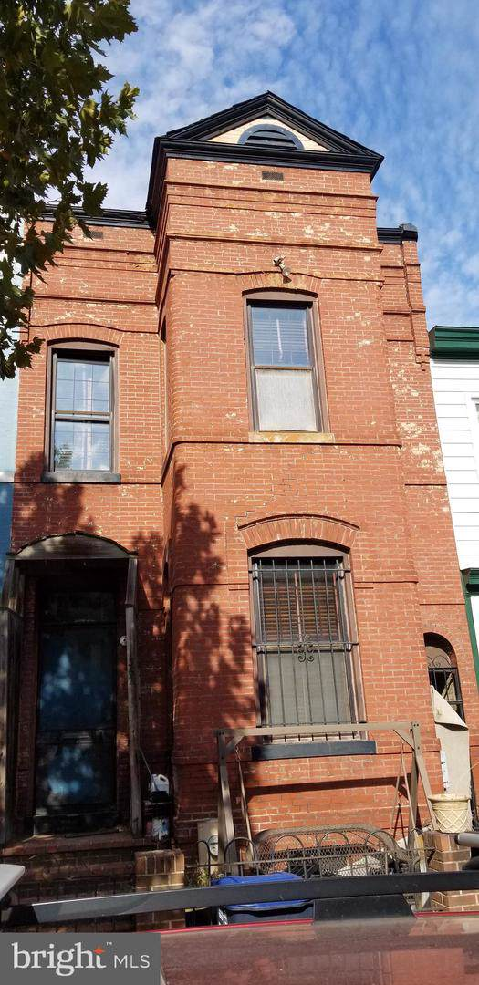 1362 E Street SE, WASHINGTON, DC 20003 (#DCDC450114) :: The Maryland Group of Long & Foster