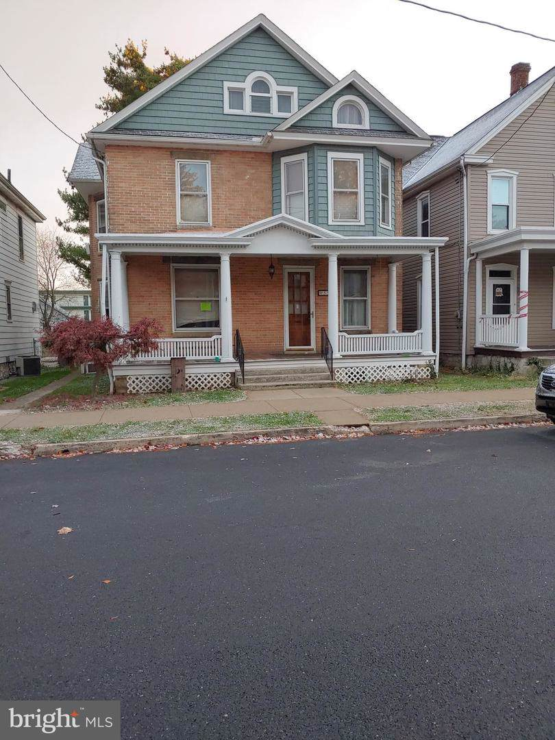 558 Nelson Street - Photo 1
