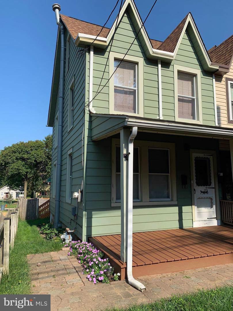 617 Summer Street - Photo 1