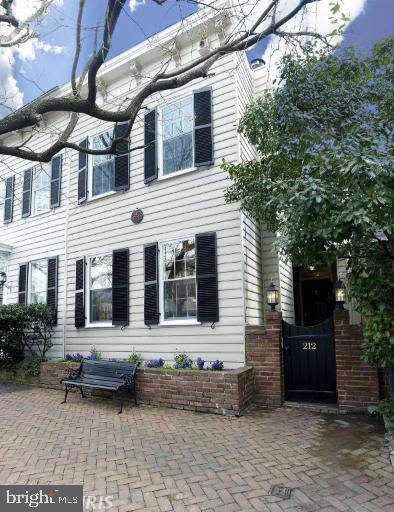 212 Gibbon Street, ALEXANDRIA, VA 22314 (#VAAX242076) :: The Miller Team