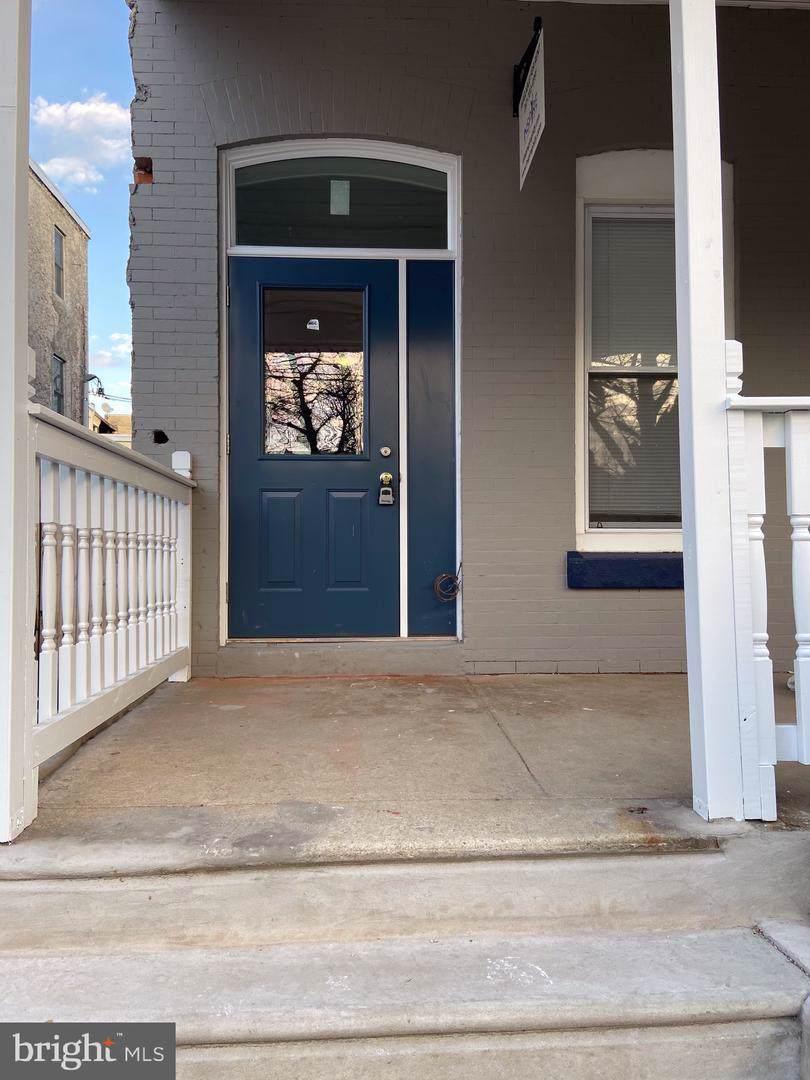 821 41ST Street - Photo 1