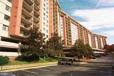 3800 Powell Lane Cu-1, FALLS CHURCH, VA 22041 (#VAFX1105960) :: The Maryland Group of Long & Foster