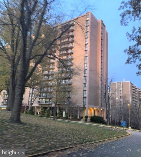 6100 Westchester Park Drive T20162, COLLEGE PARK, MD 20740 (#MDPG556302) :: CENTURY 21 Core Partners