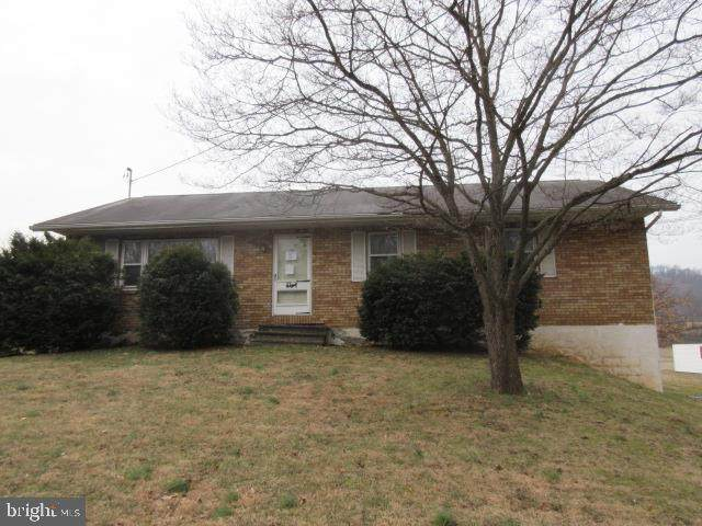 30 Old West Penn Avenue, WERNERSVILLE, PA 19565 (#PABK354074) :: Iron Valley Real Estate