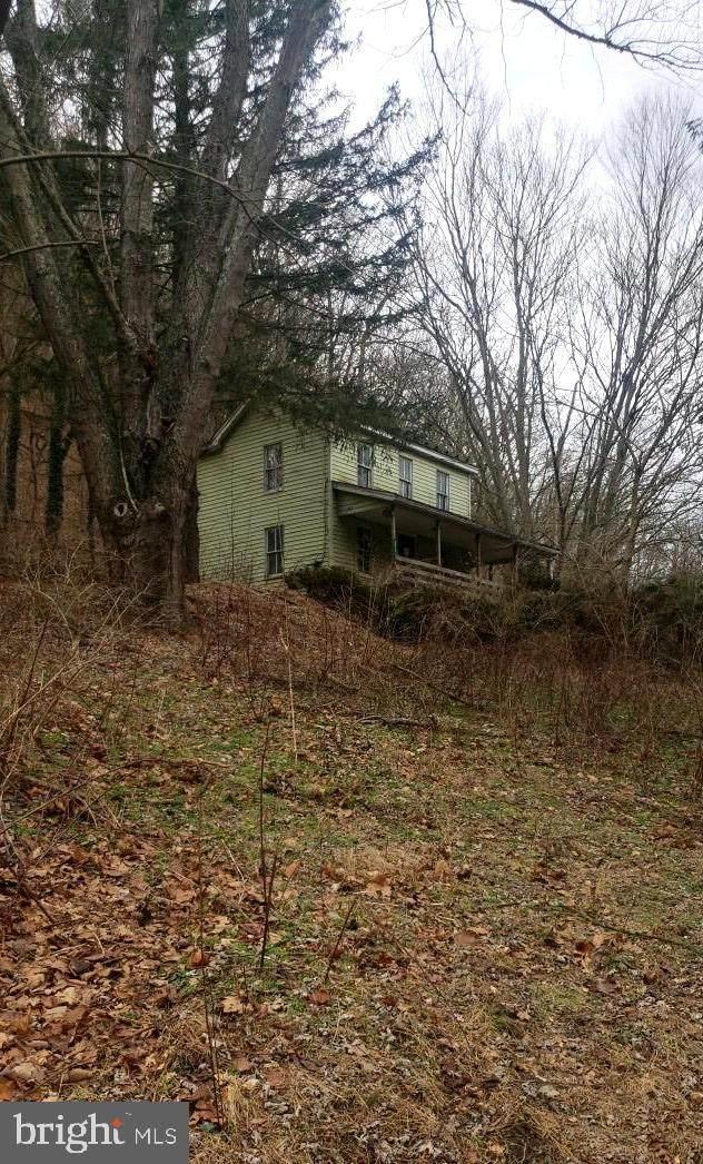 2011 Sir Johns Run Road, BERKELEY SPRINGS, WV 25411 (#WVMO116534) :: Colgan Real Estate