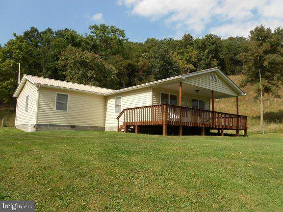 524 Ant Hill Lane, PETERSBURG, WV 26847 (#WVGT103172) :: Radiant Home Group