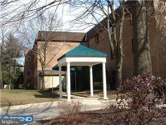 1640 Oakwood Drive W219, NARBERTH, PA 19072 (#PAMC645530) :: LoCoMusings