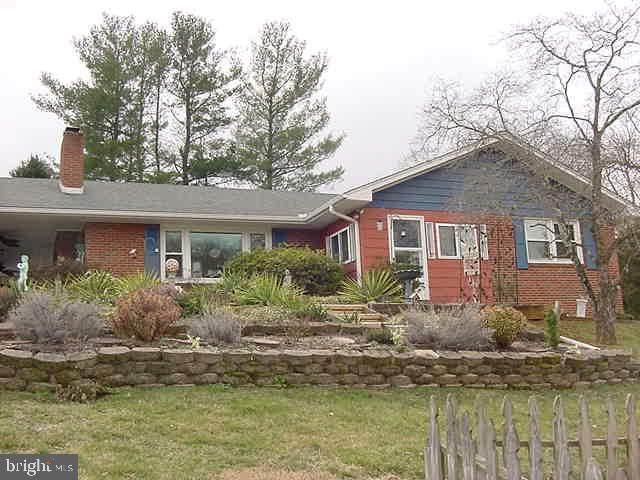 27 Hillvue Street, FRONT ROYAL, VA 22630 (#VAWR139834) :: The Steve Crifasi Real Estate Group