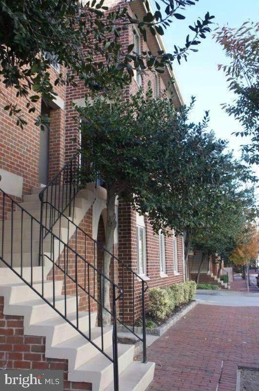 628 Charles Street - Photo 1