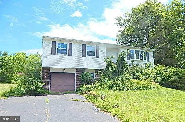 2107 Old Barn Road, EAST GREENVILLE, PA 18041 (#PAMC649182) :: Erik Hoferer & Associates