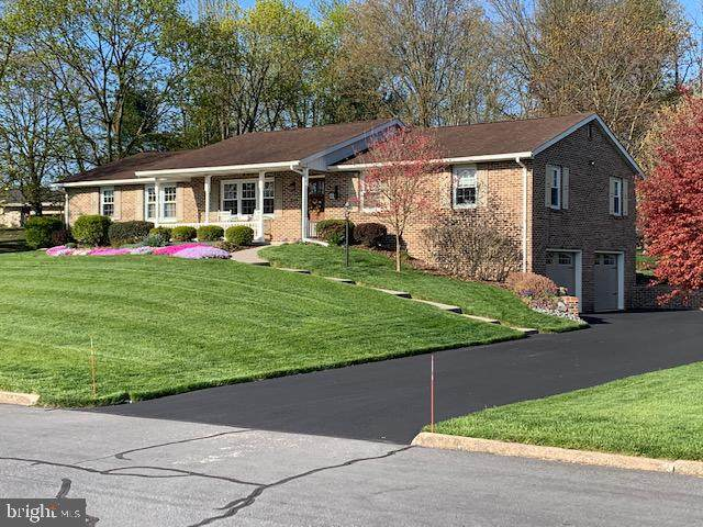 240 Harvest Drive, CARLISLE, PA 17013 (#PACB123868) :: The Joy Daniels Real Estate Group
