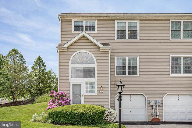 6207 Spring Knoll Drive, HARRISBURG, PA 17111 (#PADA121880) :: Iron Valley Real Estate
