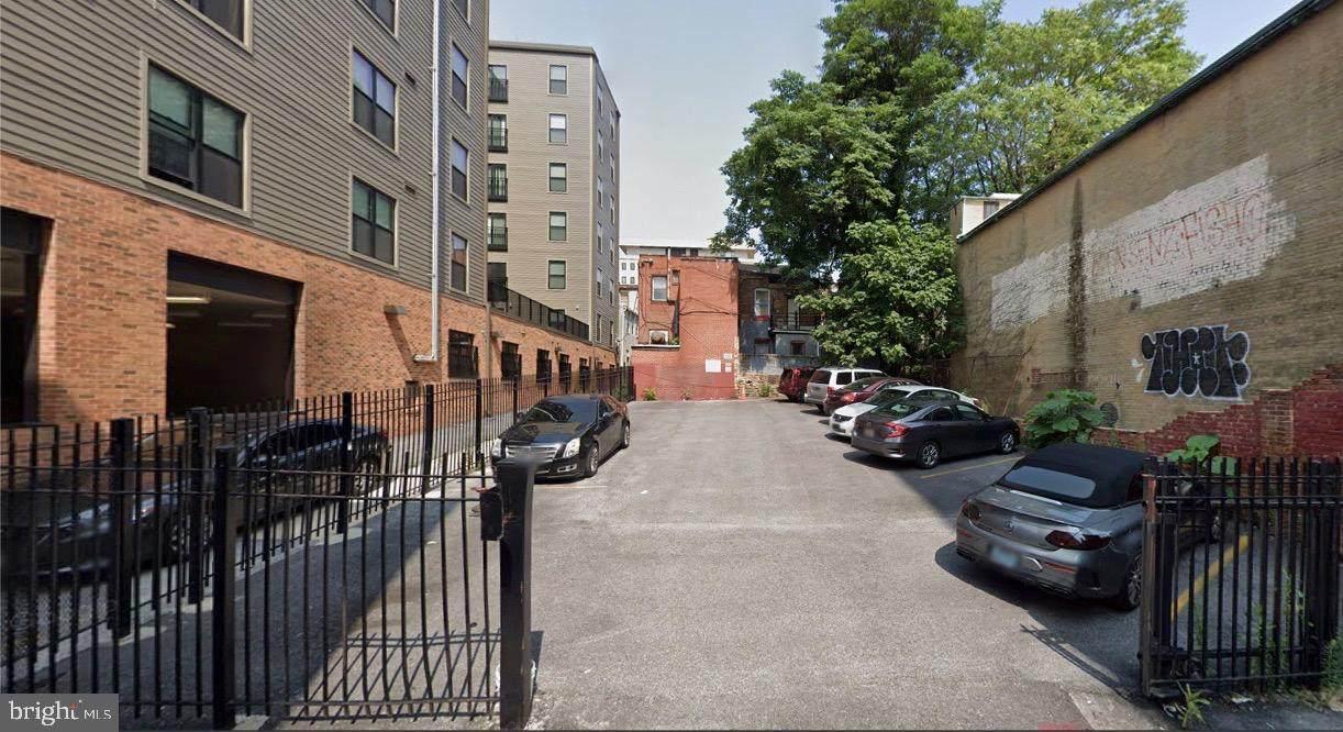 319 Tyson Street - Photo 1