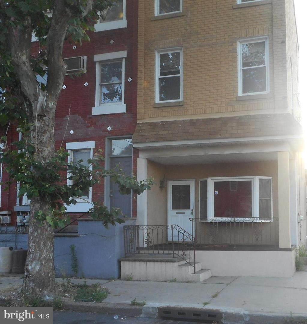 82 Anderson Street - Photo 1